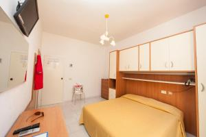 A bed or beds in a room at Hotel Da Italo