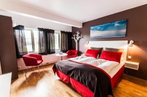 En eller flere senger på et rom på Dolmsundet Hotell Hitra