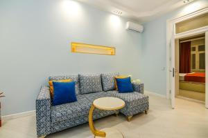 Uma área de estar em Apartment ViP Targovi Center
