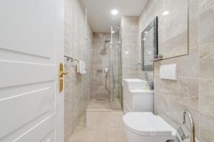 A bathroom at Princ Heritage Rooms