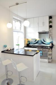 A kitchen or kitchenette at Apartament Domi