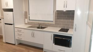 A kitchen or kitchenette at NRMA Victor Harbor Beachfront Holiday Park