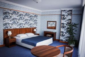 A bed or beds in a room at Polaris