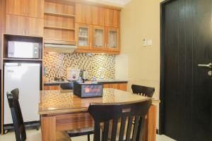 A kitchen or kitchenette at Spacious 3BR @ Cervino Village Apartment By Travelio