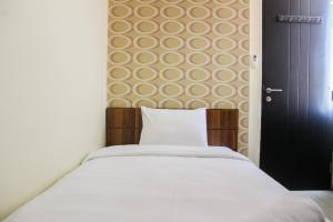 A bed or beds in a room at Spacious 3BR @ Cervino Village Apartment By Travelio