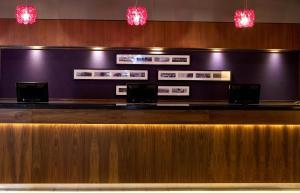 The lobby or reception area at Jurys Inn Dublin Parnell Street