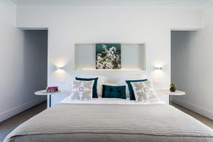 A bed or beds in a room at The Retreat - Poolside Stunner at Rye Back Beach