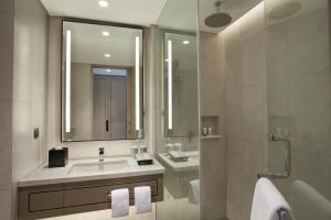 A bathroom at Mason Pine Hotel Bandung