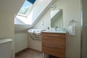 Salle de bains dans l'établissement Le Feneau Maison d'hôtes avec jacuzzi