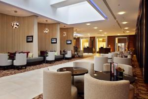 The lounge or bar area at Courtyard by Marriott Bremen