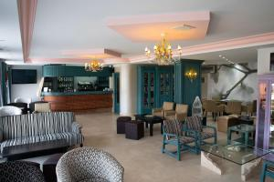 The lounge or bar area at Hotel Torre Cristina
