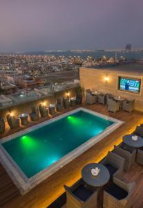 منظر المسبح في فندق نافيتي ورويك الدمام او بالجوار
