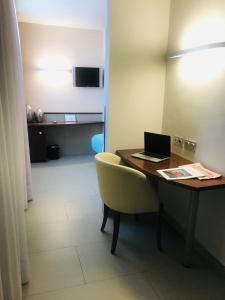 A television and/or entertainment center at Hotel & Spa Real Ciudad De Zaragoza