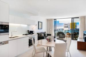 A kitchen or kitchenette at Peppers Broadbeach