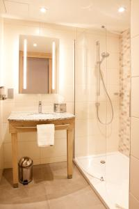 A bathroom at Hampton By Hilton Dortmund Phoenix See