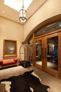 A television and/or entertainment center at Villa Beluno Hotel & Spa