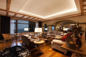 A seating area at Villa Beluno Hotel & Spa