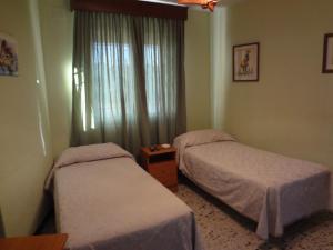 Cama o camas de una habitación en Hostal San Pedro