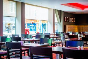 A restaurant or other place to eat at Ramada Encore Leicester City Centre