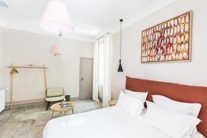 A bed or beds in a room at La Bastide de Ganay