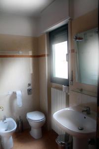 A bathroom at B&B Music