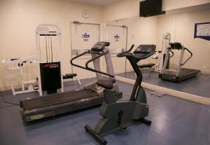 The fitness center and/or fitness facilities at Rio Aeroporto Hotel