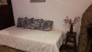 A bed or beds in a room at Chalés da Montanha Lavras Novas