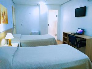Cama ou camas em um quarto em Dan Inn Express Porto Alegre - próximo a Santa Casa