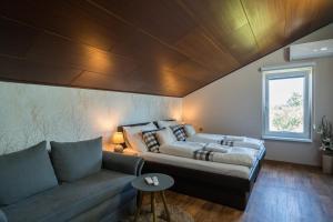 Кровать или кровати в номере RESTAURACE A PENZION U DOUBKŮ