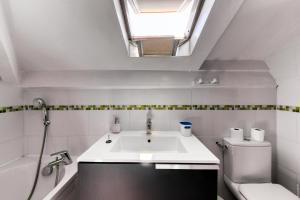 A bathroom at Glamorgan
