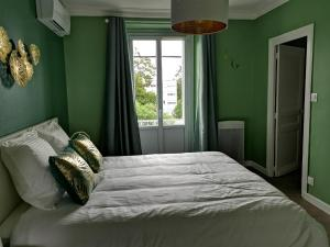 A bed or beds in a room at Lamarck Guest