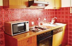 Küche/Küchenzeile in der Unterkunft Three-Bedroom Apartment in Breuna
