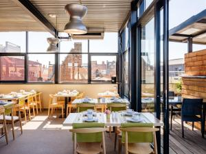 A restaurant or other place to eat at Ghent River Hotel