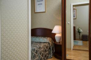 A bed or beds in a room at Grand Hotel