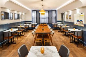 Um restaurante ou outro lugar para comer em ibis Styles London Gloucester Road