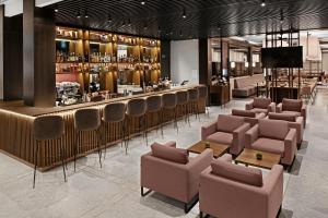 The lounge or bar area at Hilton Garden Inn Vilnius City Centre