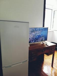 Uma televisão e/ou sistema de entretenimento em Paço 100 Pressa