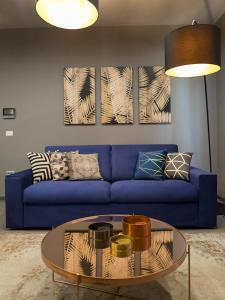 A seating area at Magnolia - Modern Apartment near City Center and Sea
