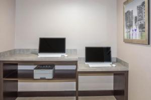 The business area and/or conference room at La Quinta by Wyndham Orlando Universal area