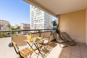 A balcony or terrace at Pharo-Grand T3 proche du Vieux Port