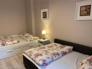 Łóżko lub łóżka w pokoju w obiekcie Apartament Romantic