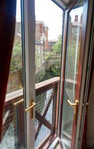 Балкон или терраса в Franklins Apartments