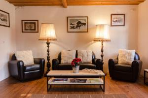 A seating area at Family B&B Le Vieux Chalet