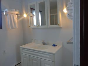 A bathroom at Happy Motel