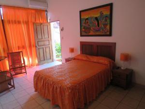 A bed or beds in a room at Posada Cumpanama