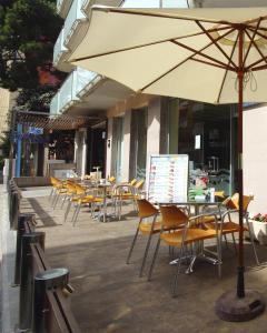 Een restaurant of ander eetgelegenheid bij AQUA Hotel Nostre Mar Apartments