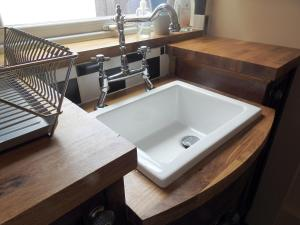 A bathroom at Heatopia Apartment