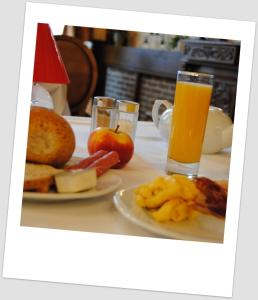 Breakfast options available to guests at Hotel Richmond