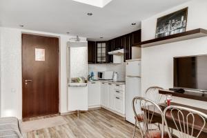 Кухня или мини-кухня в BestFlat24 Medvdedkovo two-storey apartment
