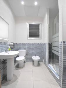 Um banheiro em Hostal BARCELONA GOTIC 'guesthouse'